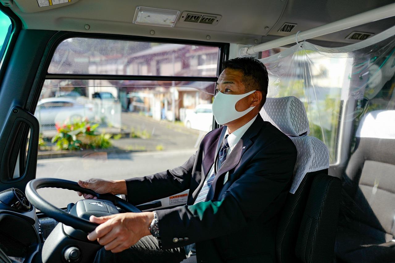 乗務中にマスクをしている運転手