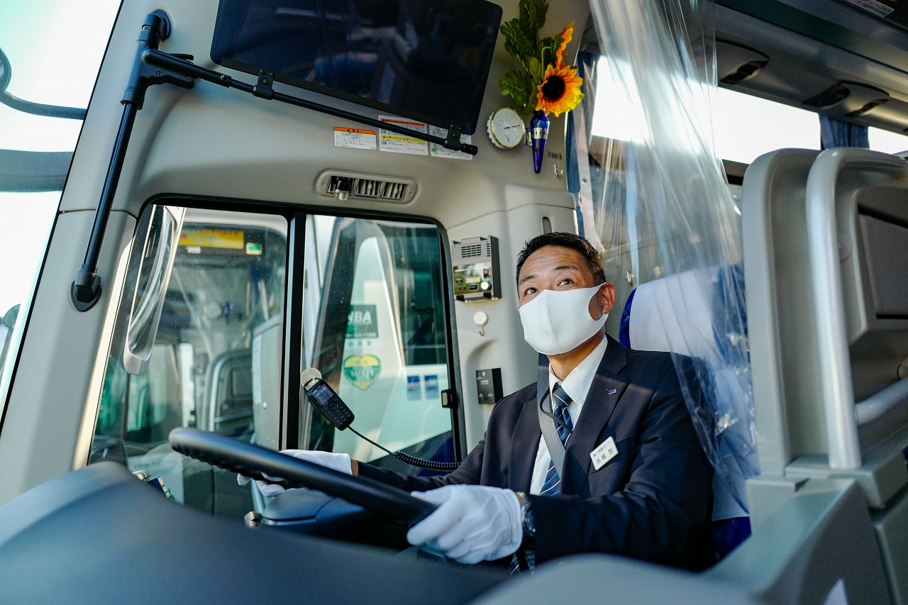 マスクして乗務する運転手