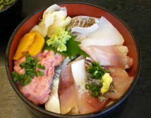 美味しそうな三崎港の海鮮丼